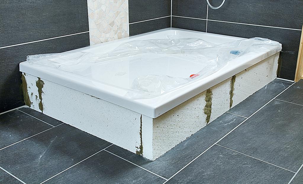 wannenverkleidung badewanne dusche bild 15. Black Bedroom Furniture Sets. Home Design Ideas
