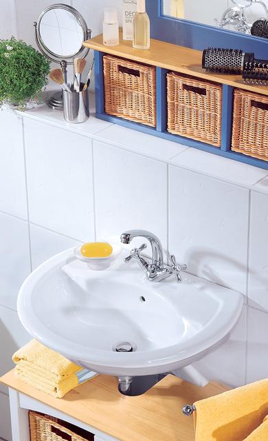 Waschbecken und Wasserhahn