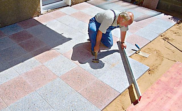 Terrasse mit Betonplatten