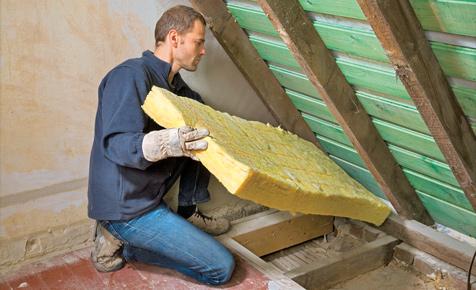 Wärmedämmung im Dach einbauen