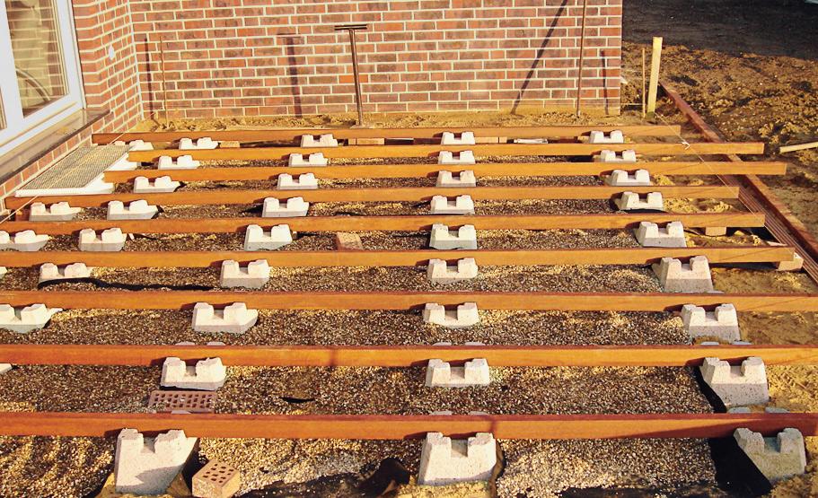 Fundament-Steine für Holzterrassen