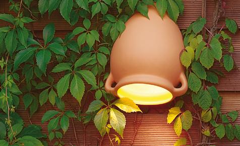 Licht im Garten: Leuchtender Tonkrug