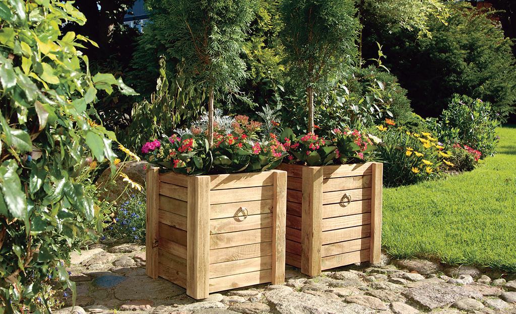 Klassische Pflanzkübel aus Holz bauen