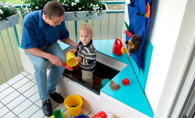 balkon sandkasten spielzeug spielger te. Black Bedroom Furniture Sets. Home Design Ideas