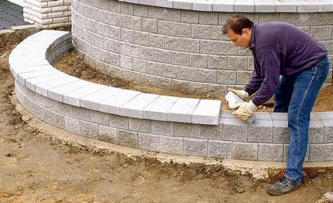 Stützmauer aus Betonstein