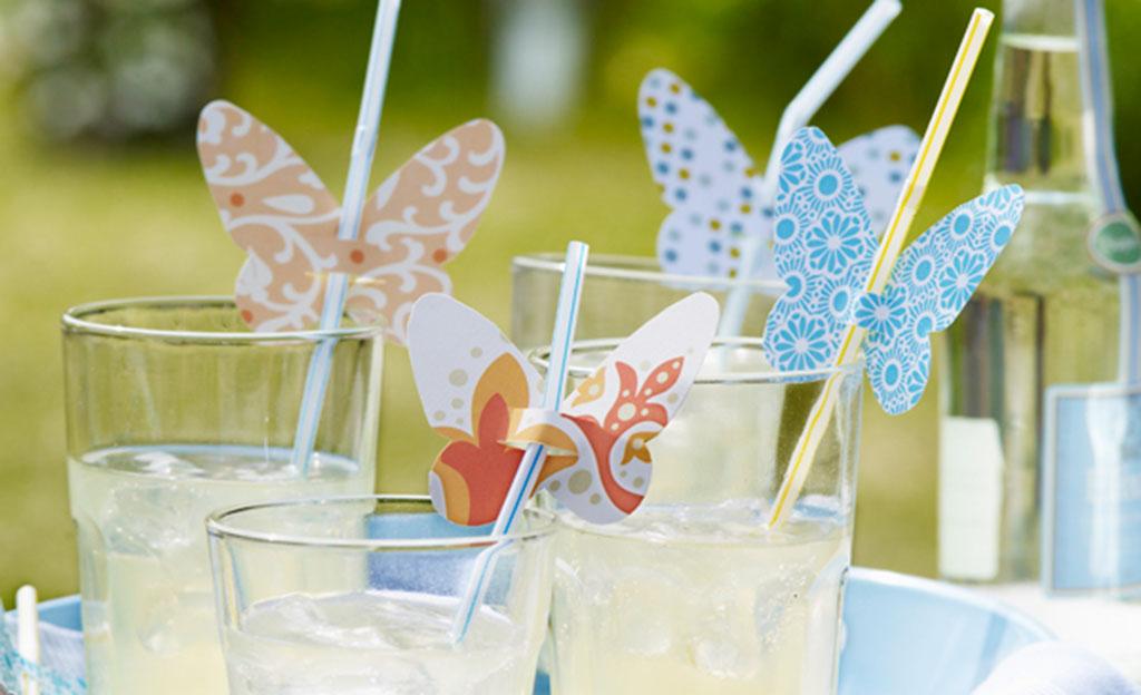 Trinkhalme mit Schmetterlingen verzieren