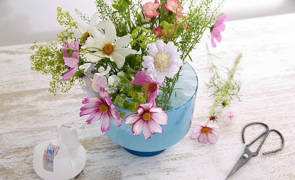 Große Vase: Blumen richtig arrangieren