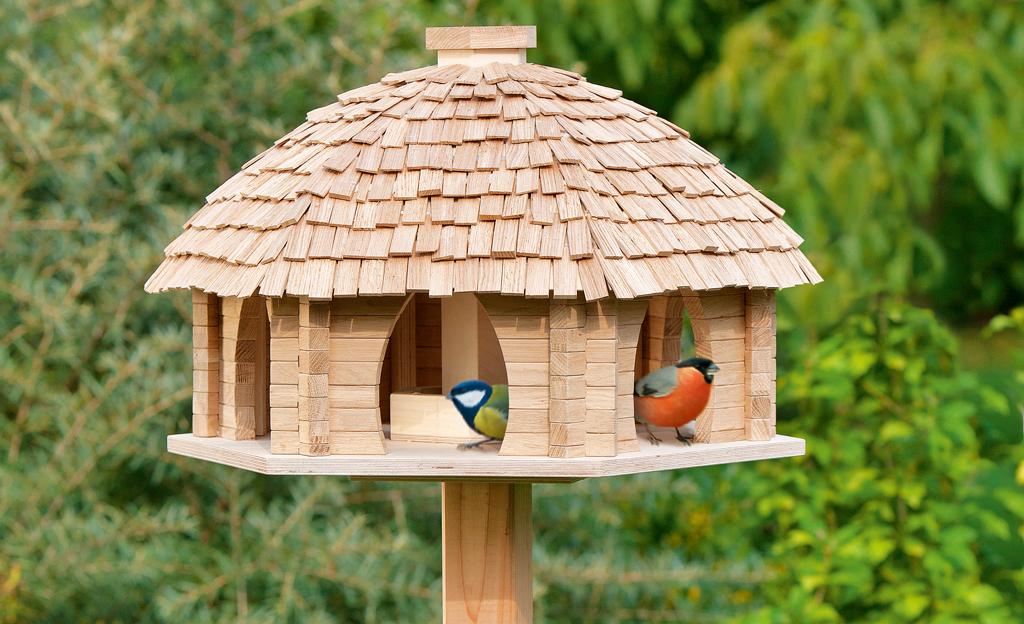 Vogel-Futterhaus aus Blockbohlen