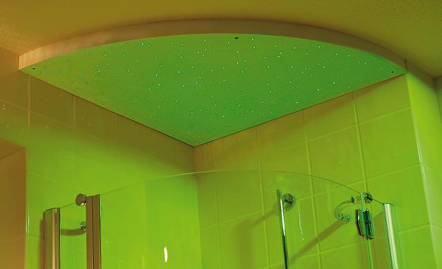 LED & Glasfaser: Sternenhimmel als Badbeleuchtung