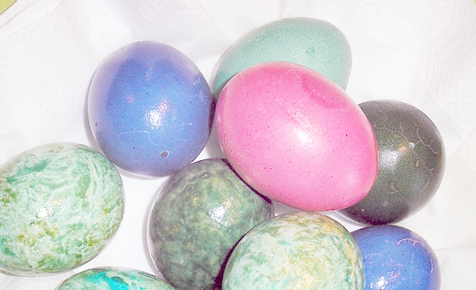 Bunte Eier mit Naturfarben