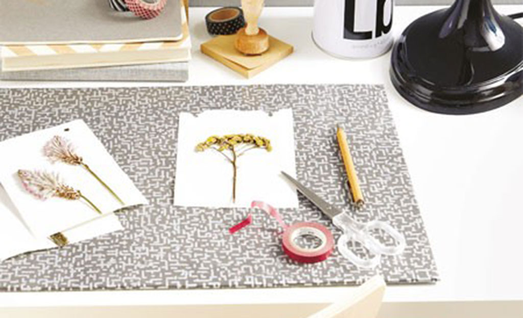 Schreibtischunterlage aus Tapete