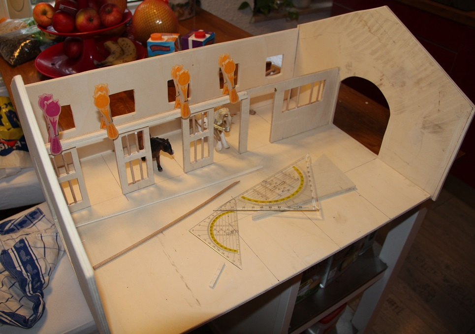 miniatur pferdestall userprojekte. Black Bedroom Furniture Sets. Home Design Ideas