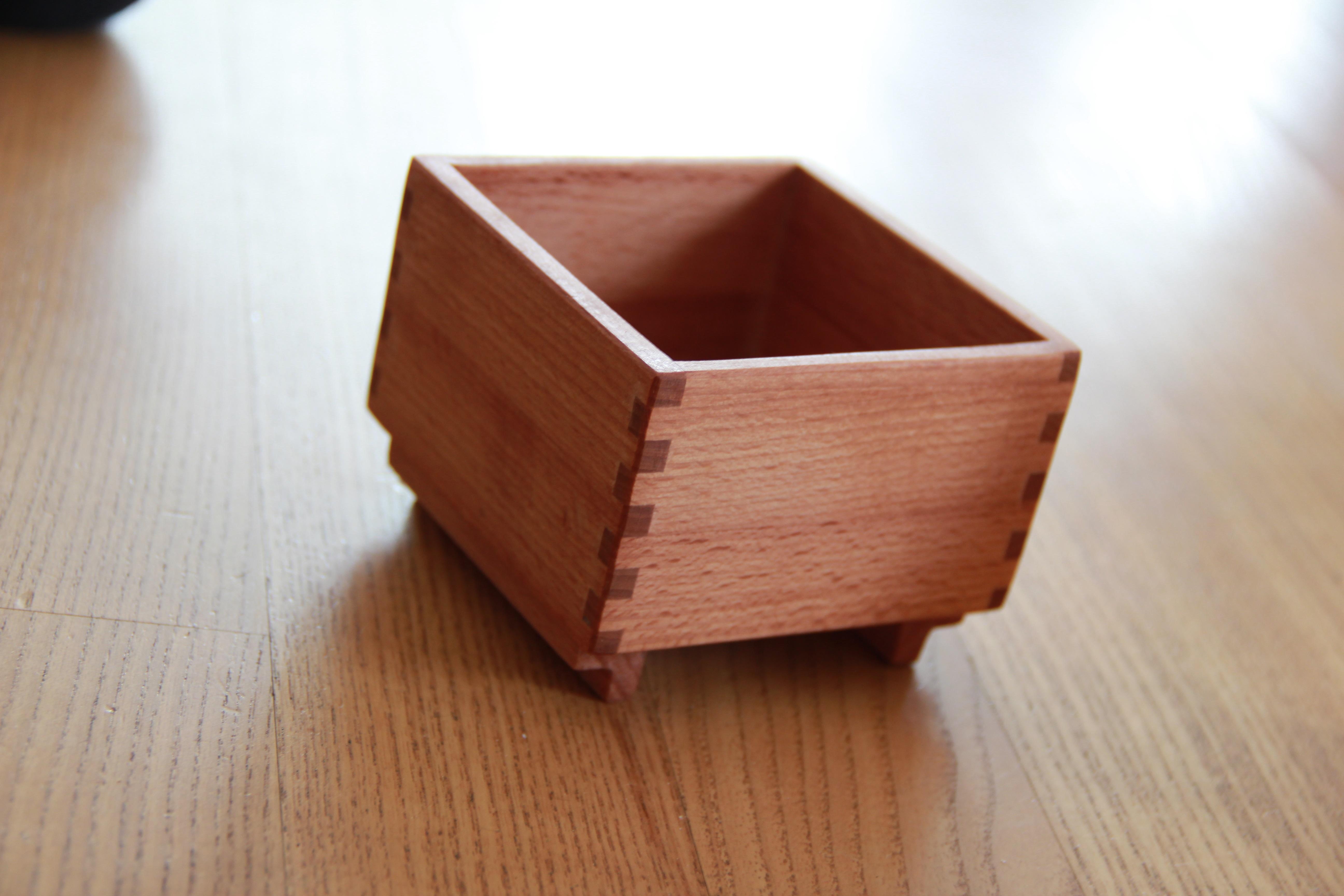 Holzkiste mit Zinkenverbindung