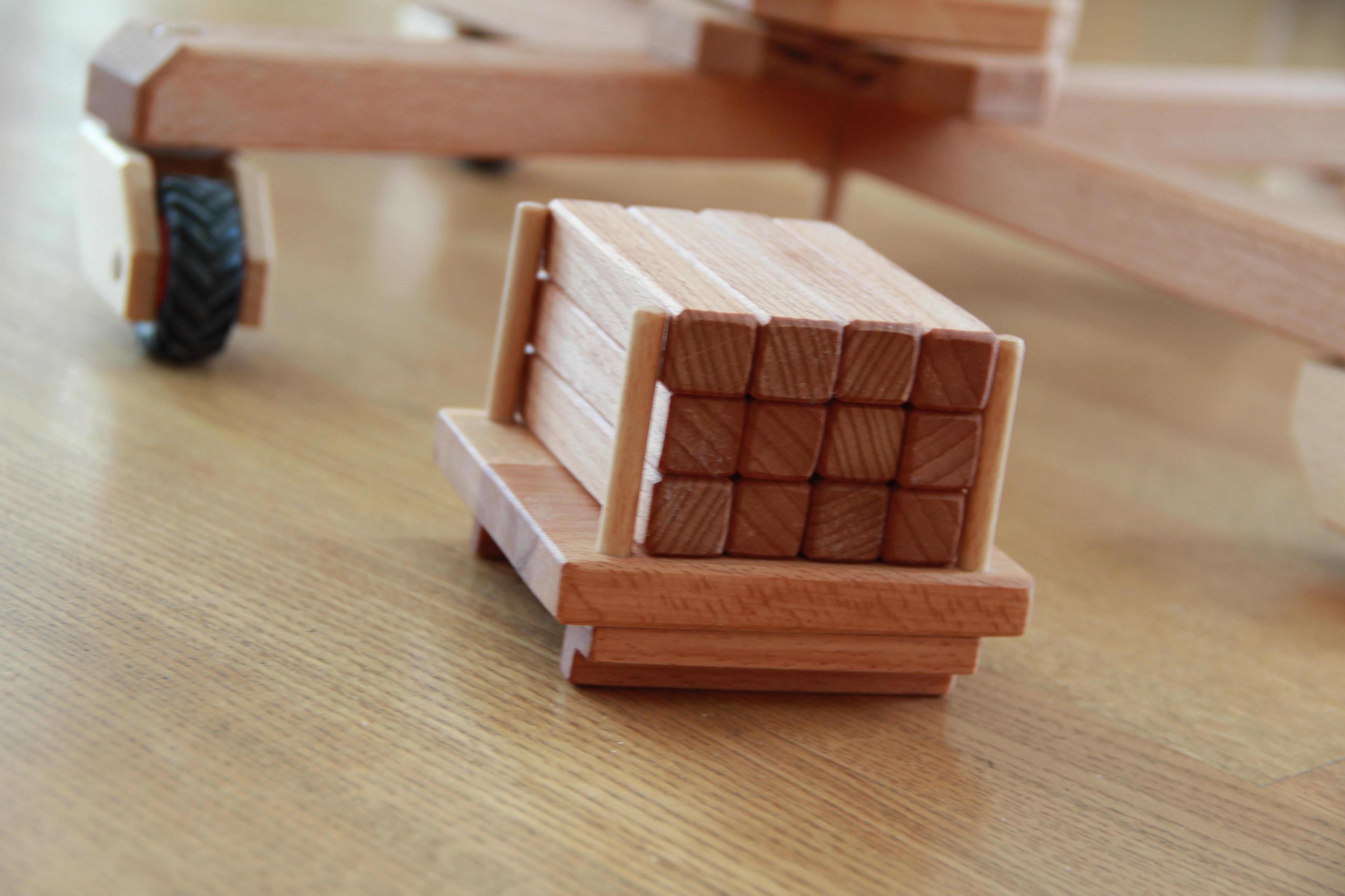 Palette mit Holzteilen