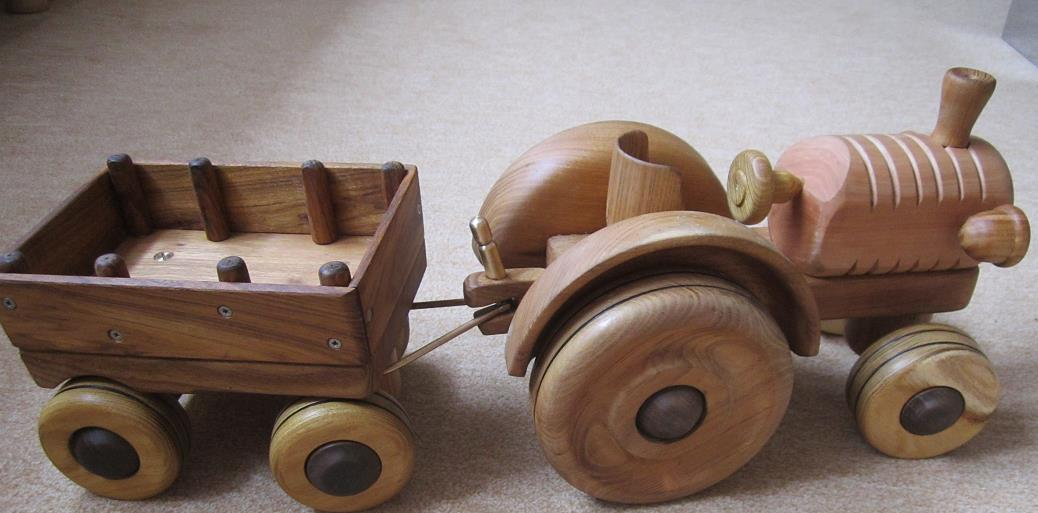 Holzspielzeug, Traktor mit Hänger