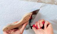 Vliestapete: Decke tapezieren