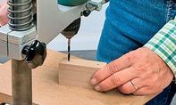 Rückenlehne: Holzklötze zuschneiden