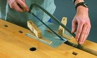 CD-Ständer: Zierblech einschneiden