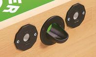 Kickertisch: Balleinwurf montieren