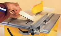 Kinder-Spieltisch: Platten zuschneiden
