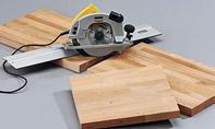 Nachttisch: Holzplatte zuschneiden