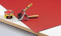 Schreibtisch: Linoleum auftragen