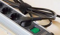 Schreibtisch: Kabel