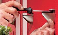 Wandregal: Glasbodenträger aufhängen