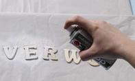Badewannen-Tablett: Buchstaben lackieren
