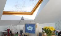 Dachflächenfenster: Sonnenschutzfolie verarbeiten