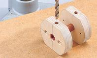 Dreirad selber bauen: Rohrstück einpressen