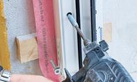 Fenster: Schraube festschrauben