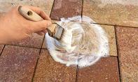 Flecken von Pflastersteinen entfernen