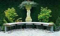 Halbrunde Gartenbank bauen