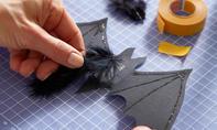 Halloween: Papier-Fledermäuse basteln