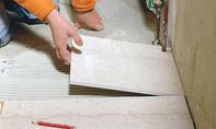 Heizungsrohr-Ausschnitte in Marmor