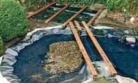 Holzsteg über Teich bauen