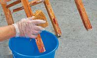 Abbeizer-Rückstände abwaschen