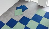 Teppichfliesen auslegen