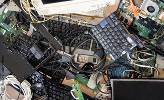 Auch Bildschirme und Tastaturen gehören zum Elektroschrott.