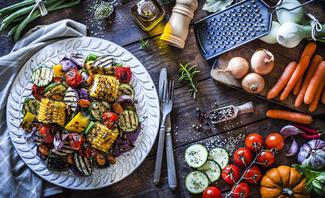 Meist werden zum Grillen Salate gereicht. Probieren Sie doch mal neue Beilagen aus!
