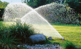 Vollautomatisierte Bewässerung dank intelligentere Sprinklersysteme,