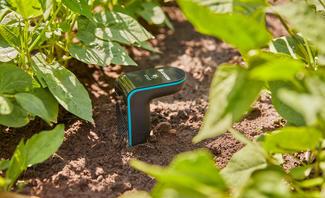 Bodenfeuchtesensoren ermitteln, wie feucht es an den Wurzeln Ihrer Pflanzen ist und erlauben dadurch die bedarfsgerechte Bewässerung.