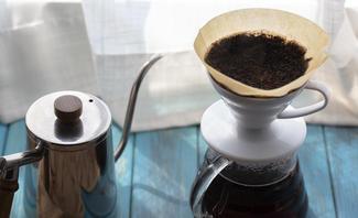 Kaffeesatz sollten Pflanzenliebhaber nicht mehr auf den Kompost werfen.