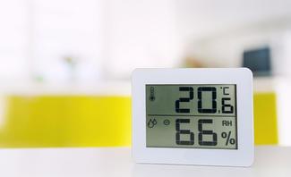 Hygrometer misst Luftfeuchtigkeit