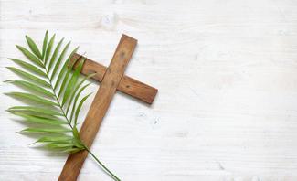 Kreuz und Palmwedel