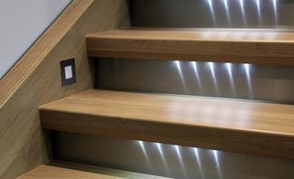 LED-Streifen an Stufen