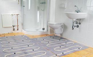 Fußbodenheizung an Heizkörper anschließen