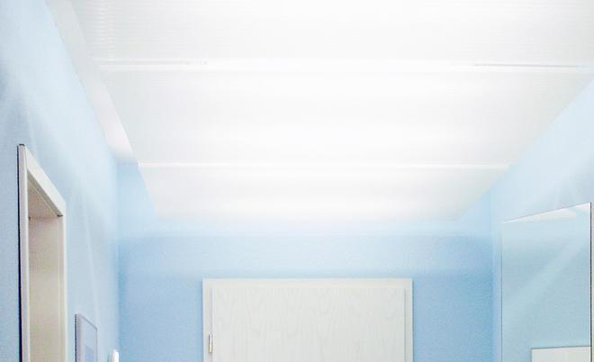 Beleuchtete Deckenpaneelen Verhindern Hingegen, Dass Die Decke Den Raum  Optisch Nach Unten Drückt.