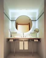 Ja, Denn Licht Verwandelt Das Bad In Einen Gemütlichen Wohnraum. Es Ist  Teil Der Akzentbeleuchtung. In Wandnischen Oder Regale Eingebaute Leuchten  Betonen ...